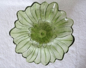 Olive Green Lily Pons #605 Berry/Salad Bowl -made by Indiana Glass. Versatile bowl for the home decor. Lovely Wedding or Housewarming gift.