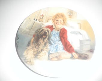 Vintage 1982 Bradford Exchange Annie And Sandy 8 1/4 inch collectable plate.
