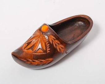 Vintage Wooden clog shoe, little hand carved souvenir (CI983)