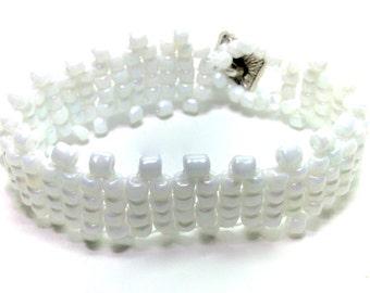 Wedding beaded bracelets,White Bracelets,Handwoven Bracelets,Seed beaded bracelets,Gift for brides,Shower gifts,bridesmaids gifts,