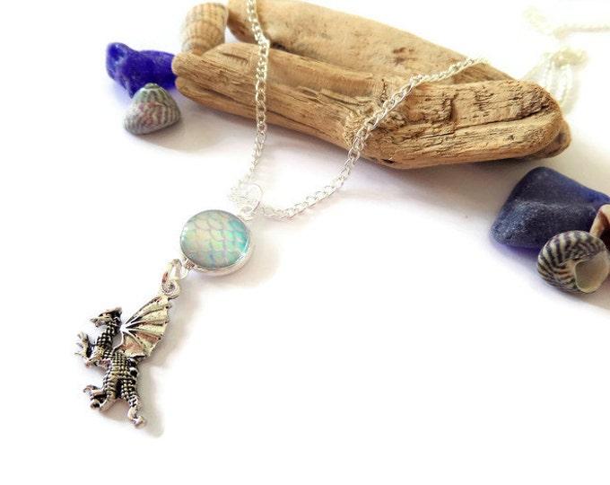 Dragon necklace, dragon egg cabochon, winter scales, fantasy jewelery, fandom gift, thrones jewellery, fan gift,