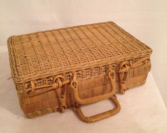 Old Vintage zippers + year 60 braided Wicker Picnic basket