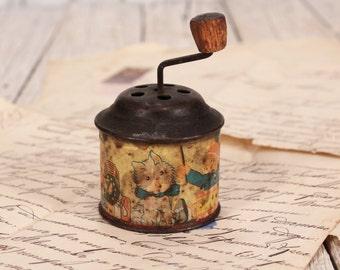 Tin wind up music box - Vintage music box - Antique wind up music box - Tin musical box - Vintage tin music box - Rare music box 50's