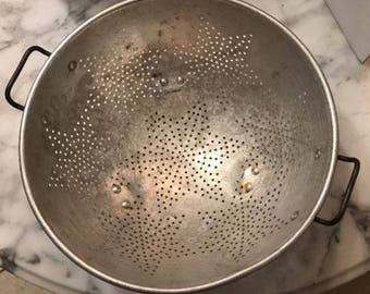 Large Vintage COLANDER/STRAINER 11 Inch Star Aluminum with handles Heavy USA