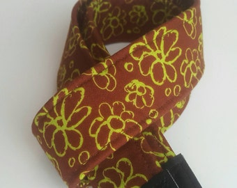 Chocolate Daisies Chain Padded Bold Washable DSLR / SLR Camera Strap