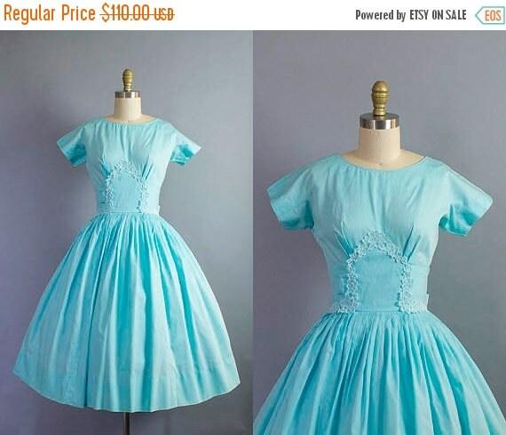 SALE 15% STOREWIDE 1950s floral dress/ 50s cotton flower applique dress/ small