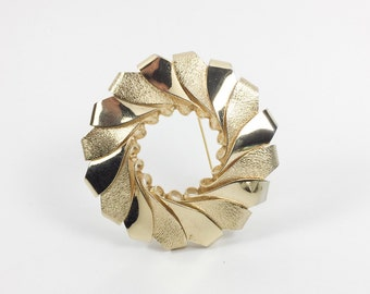 Large bold heavy gold tone modernist wreath brooch. Handmade gold spriral unsigned.