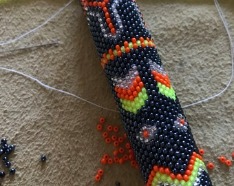 Beaded fan handle