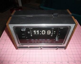 Vintage RCA Flip Clock Radio With Alarm