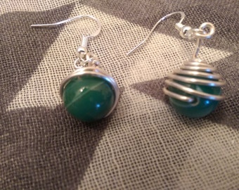 Cool green bead and silver plated wire earrings