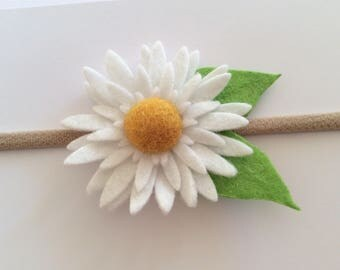 Felt flower headband//White//Daisy Hair Clip//Baby headband//Baby clip//Newborn//Girl//toddler//Photo shoot/1st Birthday/Christening/Baptism