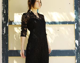Vintage chic black long sleeve lace dress.size m/L