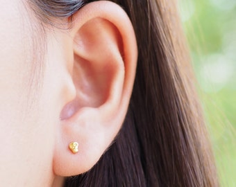 Tiny Gold Skull Stud Post Earrings, 925 Sterling Silver, Baby Skull Earrings, Cartilage earring, 20G, Halloween - SA276