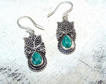 Ethnic earrings in silver and turquoise-jewelry natural stones - print money-tribal-room single