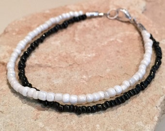 Black and white double strand bracelet, seed bead bracelet, boho bracelet, small bracelet, dainty bracelet, gift for her, gift for wife