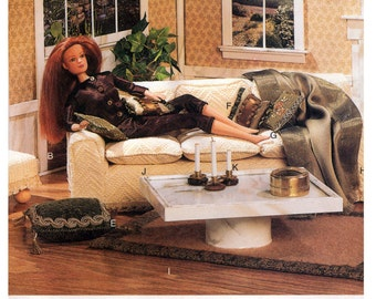 01 Vogue Craft 7253 Linda Carr 28 cm Doll Sofa, Cushions, Coffee Table, Throws, Rug, Ottoman, Factory Folded, Sewing Pattern One Size