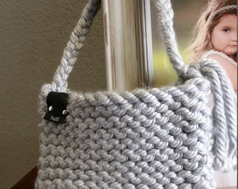 Chunky Crochet Purse, Gray Purse, Hand Bag, Clutch with Handle, Gifts for Women, Purse with Leather accent, Fashion accessories, Small Purse