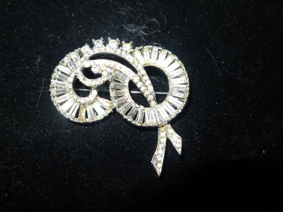 Lovely vintage 1950s Deco styled silvertone clear rhinestone brooch