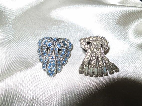 Beautiful pair of 1940s Art Deco blue rhinestone dress clips or brooch