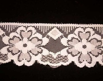 Vintage White Scallop edge Flower Lace