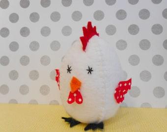 DIY pdf pattern to make a little chicken