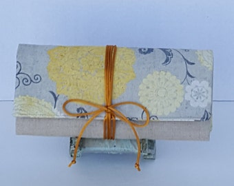Travel Jewelry Roll/Spring Yellow Flower Jewelry Roll/Linen Jewelry Roll/Organizer Jewelry roll Case Jewelry Roll/Unique Bridesmaids Gift