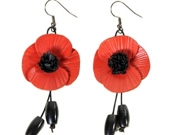 Pierced earrings flower poppy in bloom with cowhide leather