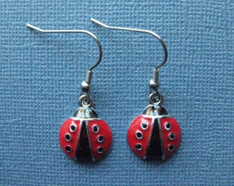 Lady Bug Earrings - Lady Bug Jewelry - Dangle Earrings - Lady Bug - Earrings -- E122