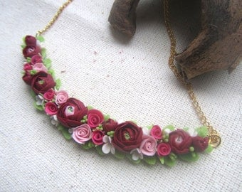 Flower necklace with ranunkuljusami polymer clay, clay Flower necklace with flowers.
