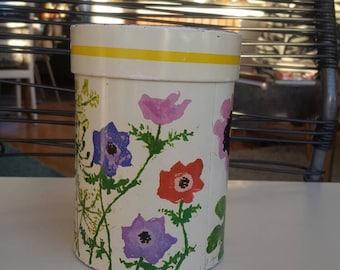 IRA Danish Tin Can Floral Motif Shabby Chic Design Denmark Scandinavia Rural Romantic Kitchen Decor
