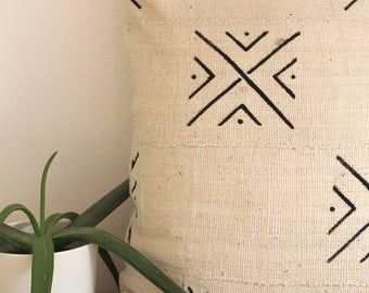 Traditional African Mud Cloth Pillow Cover White and Black 18 x 18