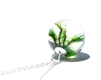moss and resin pendant, moss jewelry, resin and moss, resin necklace, resin jewellery, moss, unique gift, nature lovers