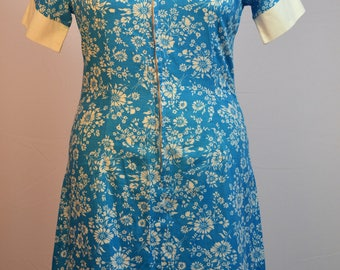 1970's Floral dress with large collar in blue and white. Vintage UK size 18