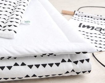Quilt Imagine (white cotton and black triangles)