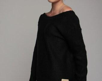 "V-Neck Sweater ""V"" on the back in black"