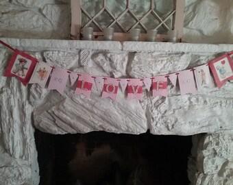 """Valentine Banner """"L O V E"""""""