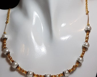 Glass pearl necklace for all occasions