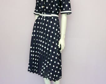 Vintage 80's does 50's navy blue polkadot dress with pleated skirt and belt // retro // Eur 42 / US 12 / UK 14