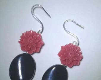 Flowers and onyx, dangling earrings with dahlia and onyx.