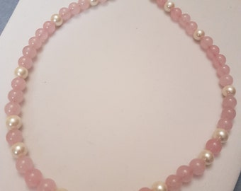 Rose quartz and shell beads necklace