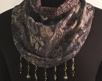 Scarf with snap closure, Reversible
