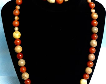 Beige earth necklace