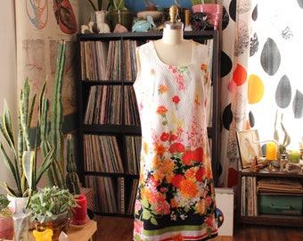 mod 1960s shift dress . textured cotton floral dress . sleeveless summer dress . APPROX womens medium