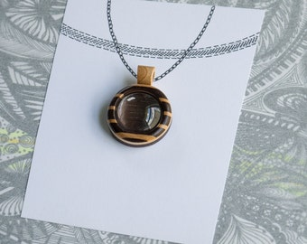 Fine artisan marquetry finished bezel pendant - Walnut and maple - 20 mm cavity - Organic bail - (Z203c-WMp)
