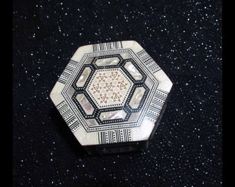 Vintage Egyptian Hexagonal Wooden Trinket Box, Jewelry Box Inlaid with Geometric Mosaic of Inlaid Mother of Pearl | Storage Container, Gift