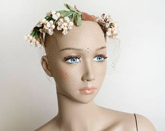 Vintage 1960s Floral Crown Hat - White and Brown Speckled Flower Vine Hat with Velvet Bows and Veil