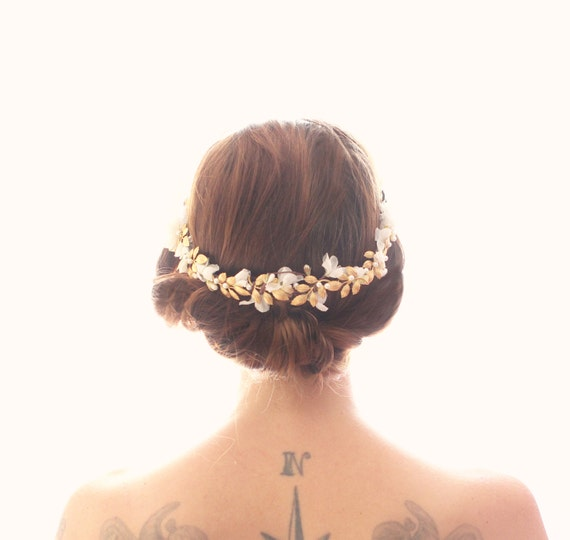 Gold flower hair vine, Bridal hair accessory, White floral wreath, White and gold floral headpiece, Bridal hair comb, hair comb headpiece