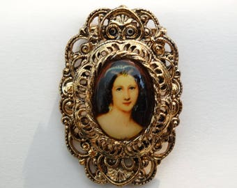 GERRY'S CAMEO/ Cameo signed Gerry, Victorian Cameo Pin/ Brooch/ Gold Tone Cameo/ Gerry Jewelry/ Vintage Wedding Jewels, Ornate Porcelain