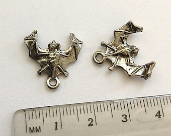 4 Bat Charms, Bat Pendants, antique silver plated pewter charm, Vampire charm, nocturnal bat charm