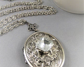 Queenies Daimond,Locket,Antique Locket,Silver Locket,Daimond,Diamond Birthstone,April,Vintage Stone,Vintage Locket. Valleygirldesigns.